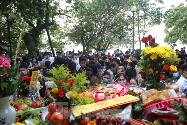 Người dân Thủ đô chen chân đi lễ Phủ Tây Hồ ngày đầu tháng 11 âm lịch ảnh 1