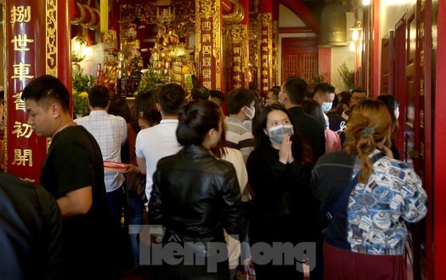 Người dân Thủ đô chen chân đi lễ Phủ Tây Hồ ngày đầu tháng 11 âm lịch ảnh 11