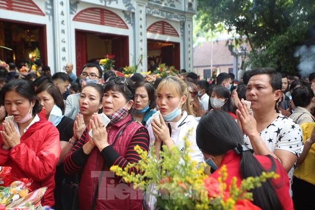 Người dân Thủ đô chen chân đi lễ Phủ Tây Hồ ngày đầu tháng 11 âm lịch ảnh 9