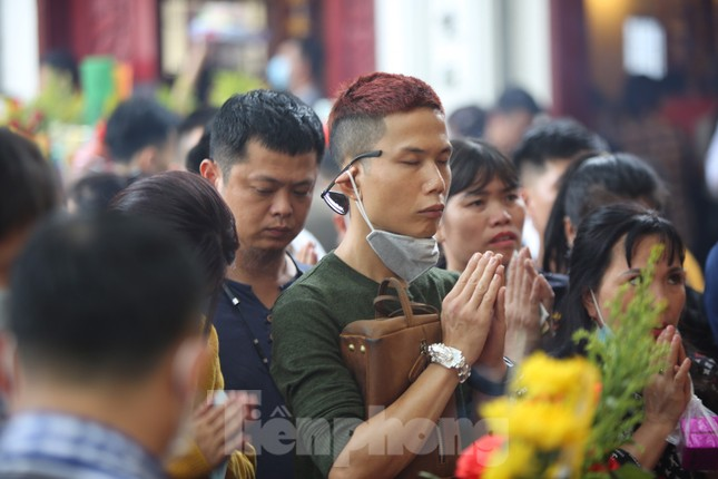 Người dân Thủ đô chen chân đi lễ Phủ Tây Hồ ngày đầu tháng 11 âm lịch ảnh 6