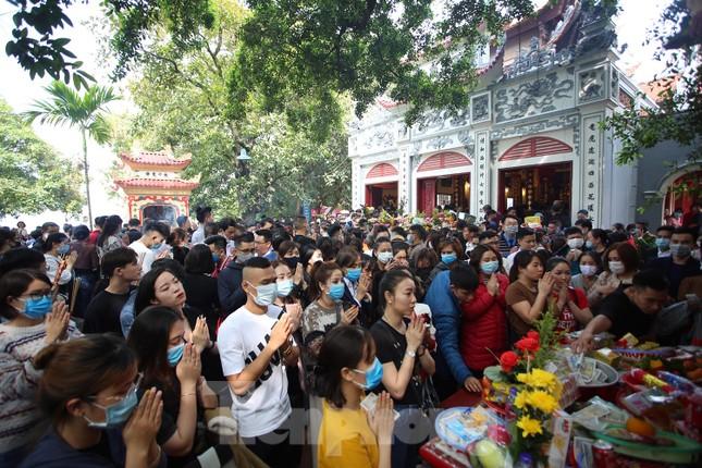 Người dân Thủ đô chen chân đi lễ Phủ Tây Hồ ngày đầu tháng 11 âm lịch ảnh 3