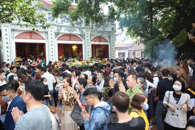 Người dân Thủ đô chen chân đi lễ Phủ Tây Hồ ngày đầu tháng 11 âm lịch ảnh 12