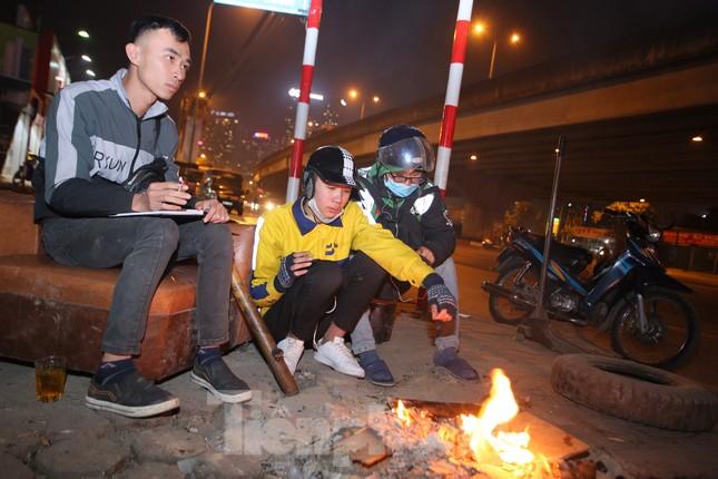 Lái xe công nghệ Hà Nội xoay xở mưu sinh trong thuế phí và giá lạnh ảnh 2