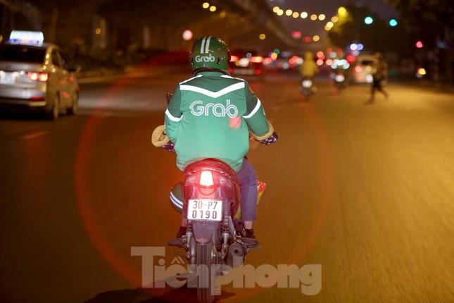 Lái xe công nghệ Hà Nội xoay xở mưu sinh trong thuế phí và giá lạnh ảnh 4