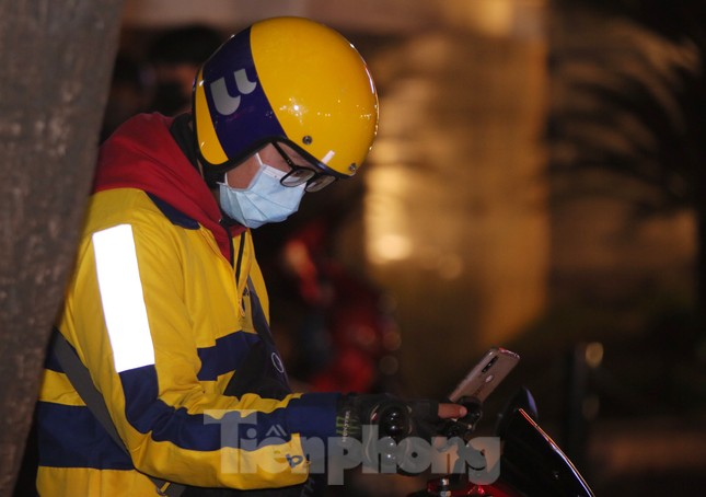 Lái xe công nghệ Hà Nội xoay xở mưu sinh trong thuế phí và giá lạnh ảnh 11