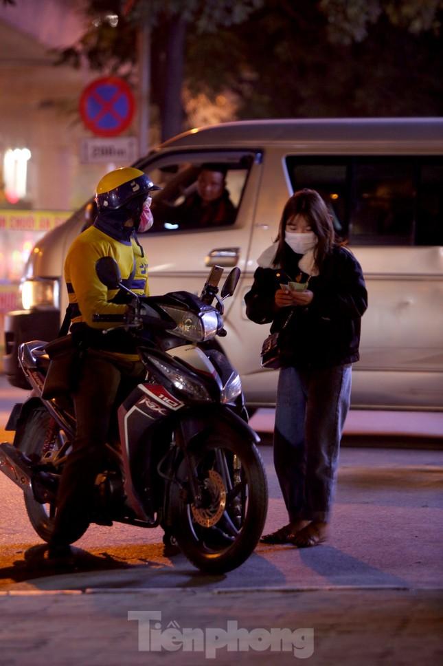 Lái xe công nghệ Hà Nội xoay xở mưu sinh trong thuế phí và giá lạnh ảnh 5