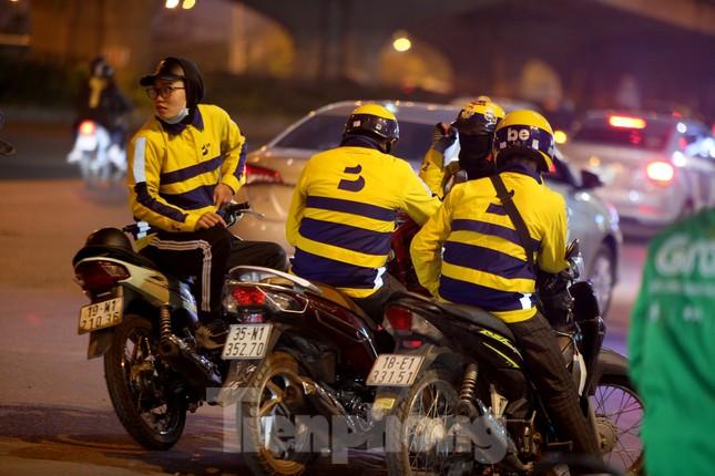 Lái xe công nghệ Hà Nội xoay xở mưu sinh trong thuế phí và giá lạnh ảnh 8