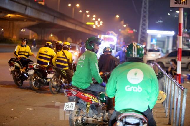 Lái xe công nghệ Hà Nội xoay xở mưu sinh trong thuế phí và giá lạnh ảnh 9