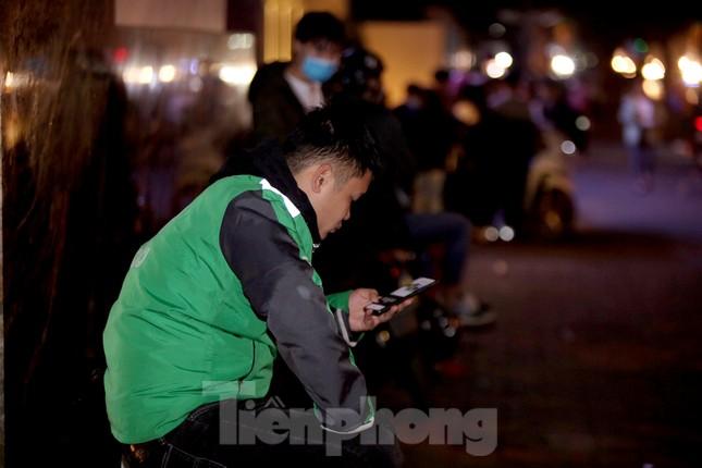 Lái xe công nghệ Hà Nội xoay xở mưu sinh trong thuế phí và giá lạnh ảnh 14