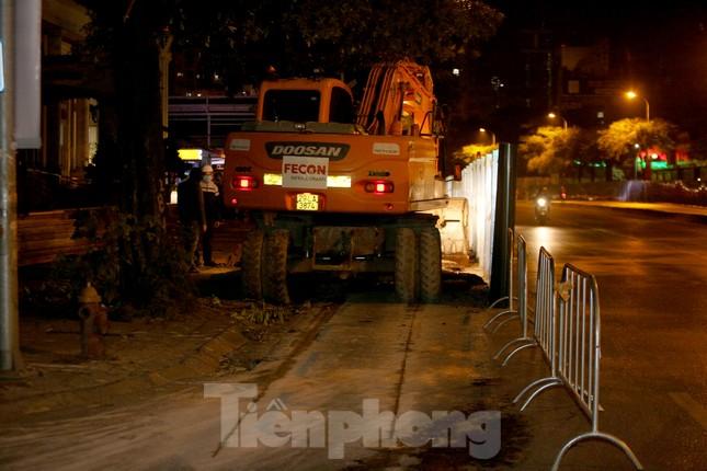 Công nhân trắng đêm thi công hầm chui- nút giao Lê Văn Lương ảnh 6