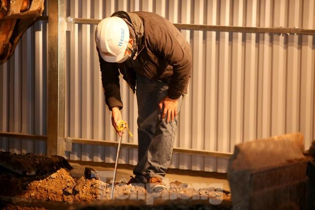 Công nhân trắng đêm thi công hầm chui- nút giao Lê Văn Lương ảnh 8
