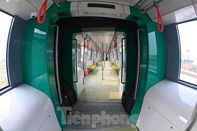 Nội thất hiện đại của tàu tuyến metro Nhổn - ga Hà Nội ảnh 4