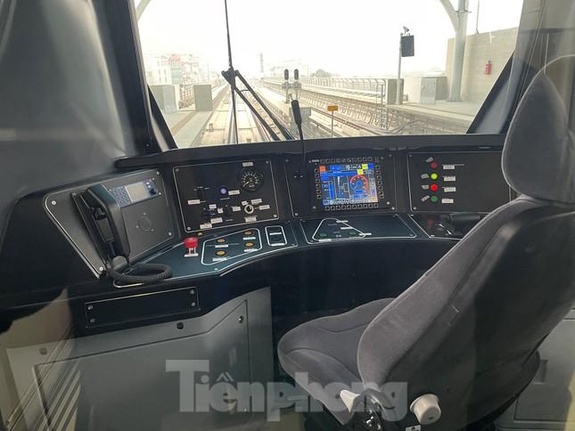 Nội thất hiện đại của tàu tuyến metro Nhổn - ga Hà Nội ảnh 3