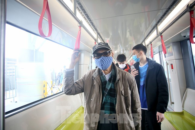 Có gì bên trong đoàn tàu metro Nhổn - ga Hà Nội? ảnh 6