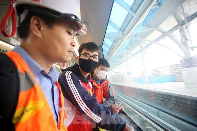 Có gì bên trong đoàn tàu metro Nhổn - ga Hà Nội? ảnh 8