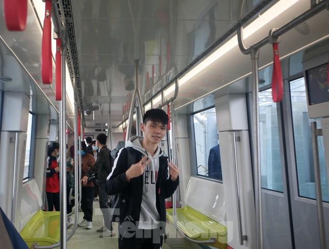 Có gì bên trong đoàn tàu metro Nhổn - ga Hà Nội? ảnh 9