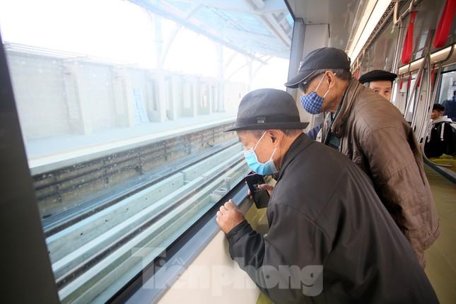 Có gì bên trong đoàn tàu metro Nhổn - ga Hà Nội? ảnh 10