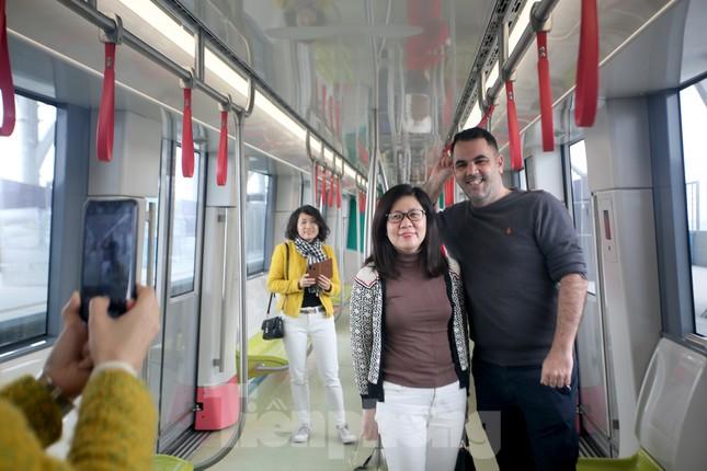 Có gì bên trong đoàn tàu metro Nhổn - ga Hà Nội? ảnh 12