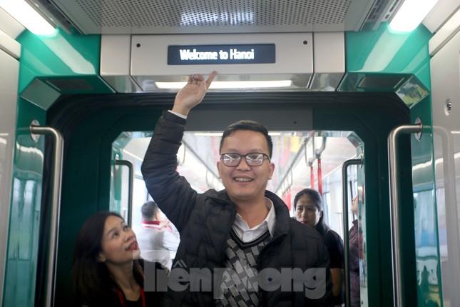 Có gì bên trong đoàn tàu metro Nhổn - ga Hà Nội? ảnh 5