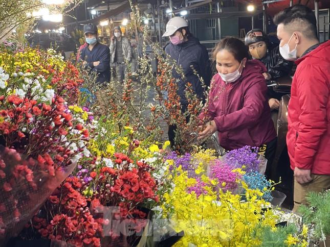 Người lao động, tiểu thương chợ hoa 'ngồi trên lửa' khi dịch COVID-19 bùng phát ảnh 12