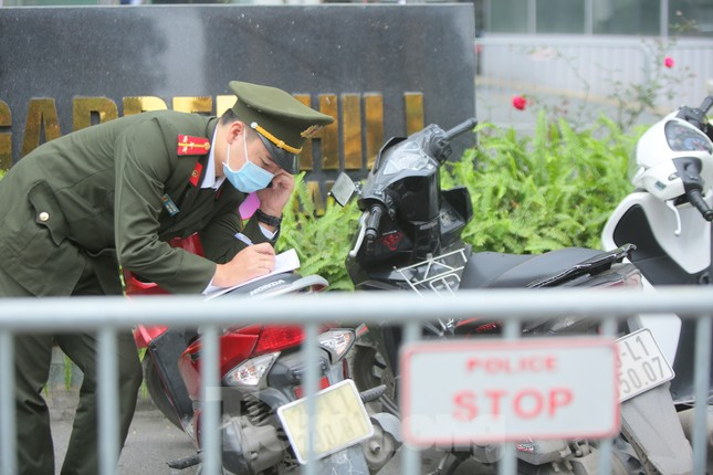 Hà Nội phong tỏa chung cư 1.200 hộ dân, tiến hành xét nghiệm ngay tại sảnh tòa nhà ảnh 10