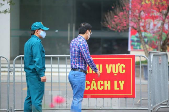 Hà Nội phong tỏa chung cư 1.200 hộ dân, tiến hành xét nghiệm ngay tại sảnh tòa nhà ảnh 6
