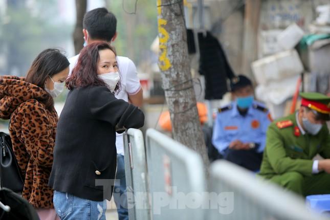 Hà Nội phong tỏa chung cư 1.200 hộ dân, tiến hành xét nghiệm ngay tại sảnh tòa nhà ảnh 8