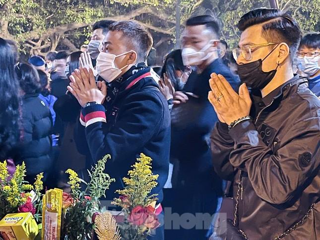 Chùa Quán Sứ yên bình, phủ Tây Hồ đông nghịt người đi lễ trong sáng mùng 1 Tết Tân Sửu ảnh 6