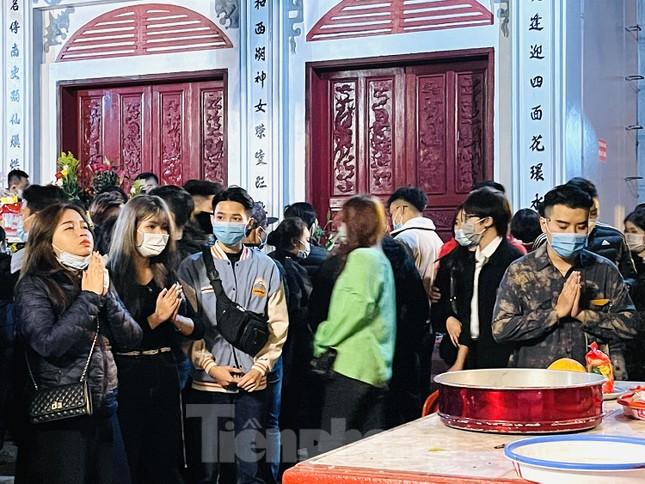 Chùa Quán Sứ yên bình, phủ Tây Hồ đông nghịt người đi lễ trong sáng mùng 1 Tết Tân Sửu ảnh 9