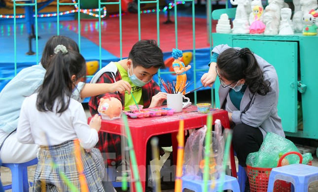 Công viên lâu đời nhất Hà Nội hút khách ngày mùng 3 Tết ảnh 7