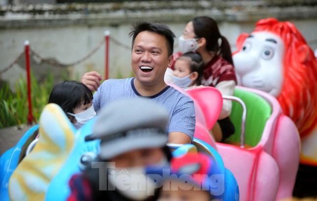 Công viên lâu đời nhất Hà Nội hút khách ngày mùng 3 Tết ảnh 9