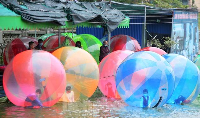 Công viên lâu đời nhất Hà Nội hút khách ngày mùng 3 Tết ảnh 10