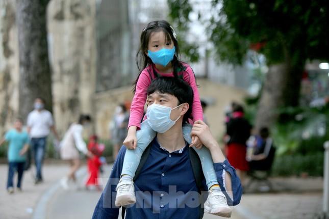 Công viên lâu đời nhất Hà Nội hút khách ngày mùng 3 Tết ảnh 12