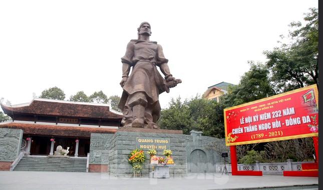 Các di tích Hà Nội 'cửa đóng then cài' trong ngày đầu thực hiện chỉ thị của thành phố ảnh 3
