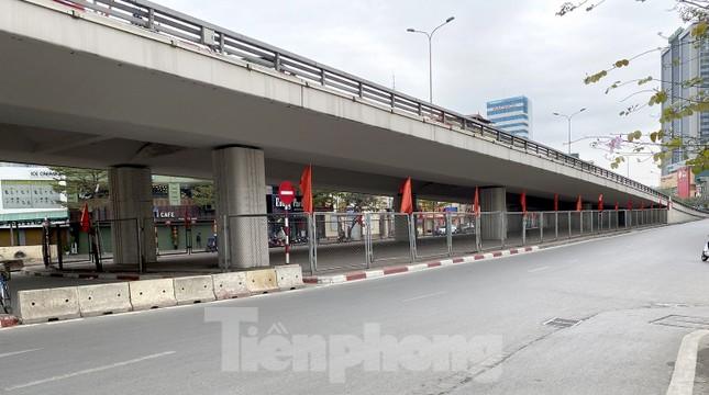 Đường phố Thủ đô thông thoáng ngày đầu đi làm sau Tết ảnh 2