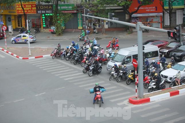 Đường phố Thủ đô thông thoáng ngày đầu đi làm sau Tết ảnh 5