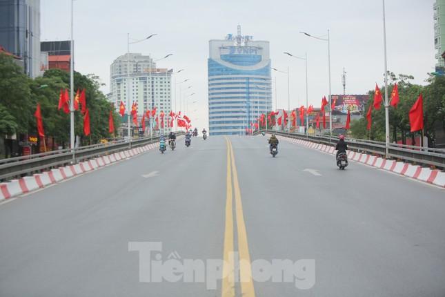 Đường phố Thủ đô thông thoáng ngày đầu đi làm sau Tết ảnh 1