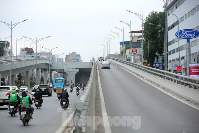 Đường phố Thủ đô thông thoáng ngày đầu đi làm sau Tết ảnh 3