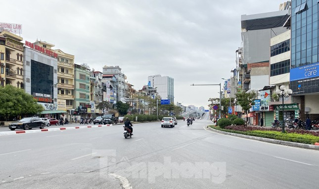 Đường phố Thủ đô thông thoáng ngày đầu đi làm sau Tết ảnh 8