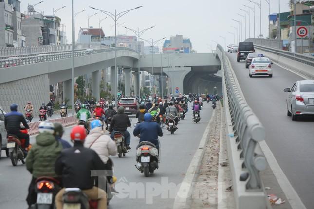 Đường phố Thủ đô thông thoáng ngày đầu đi làm sau Tết ảnh 9
