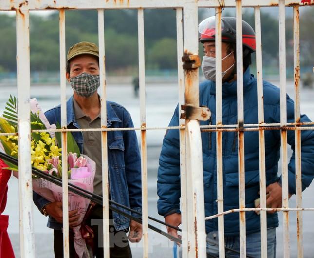 Tân binh đo thân nhiệt, bước qua 'Cổng Vinh Quang' lên đường nhập ngũ ảnh 12