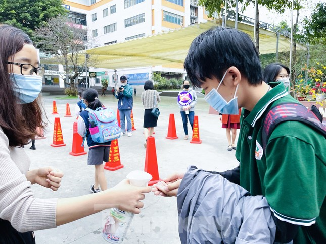 Sáng nay, hơn hai triệu học sinh Hà Nội trở lại trường ảnh 21