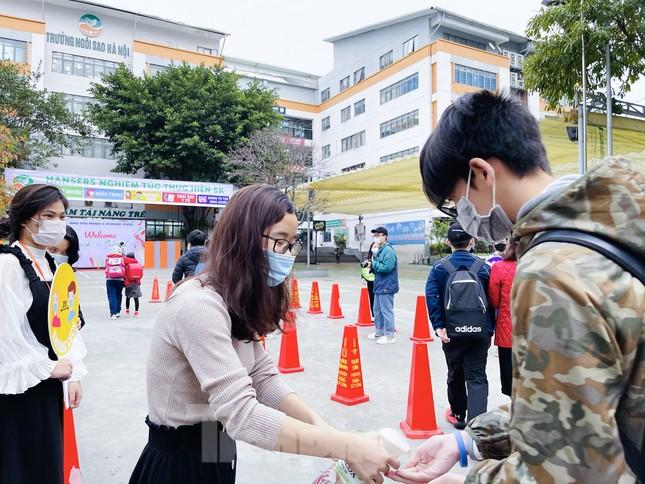 Sáng nay, hơn hai triệu học sinh Hà Nội trở lại trường ảnh 22
