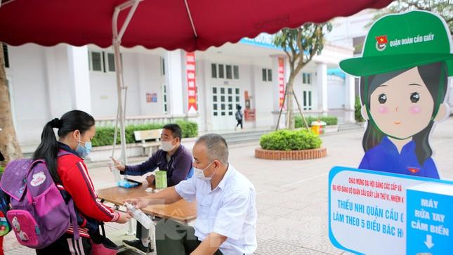 Sáng nay, hơn hai triệu học sinh Hà Nội trở lại trường ảnh 13