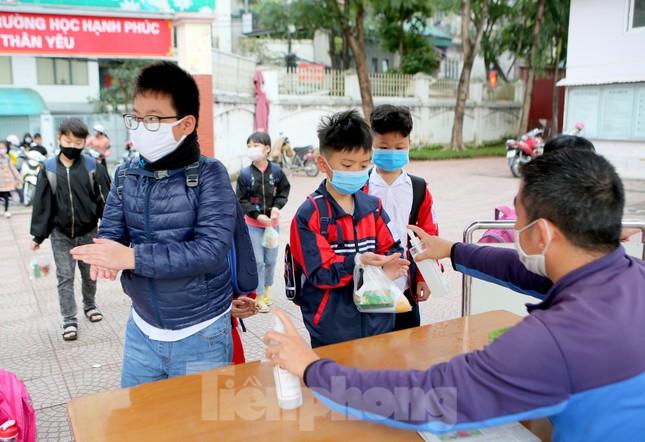 Sáng nay, hơn hai triệu học sinh Hà Nội trở lại trường ảnh 14