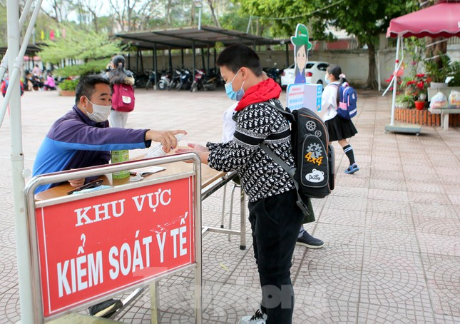 Sáng nay, hơn hai triệu học sinh Hà Nội trở lại trường ảnh 15