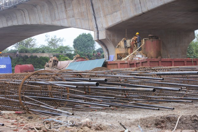 Cận cảnh đại công trường cầu Vĩnh Tuy 2 'nghìn tỷ' vượt sông Hồng ảnh 4