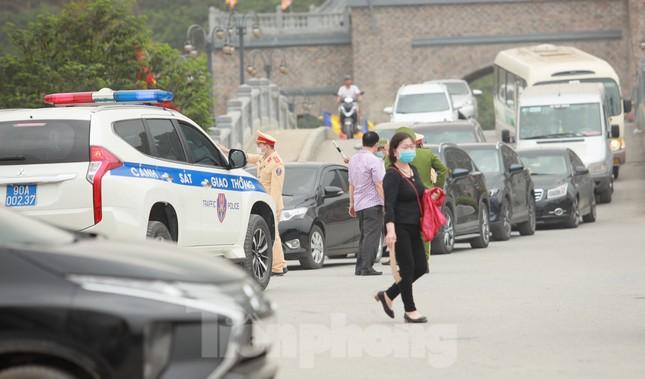 'Biển người' chen chân đi lễ chùa Tam Chúc ngày cuối tuần ảnh 10