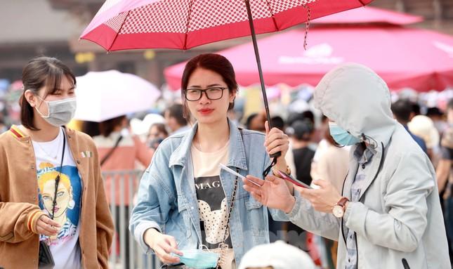 'Biển người' chen chân đi lễ chùa Tam Chúc ngày cuối tuần ảnh 7