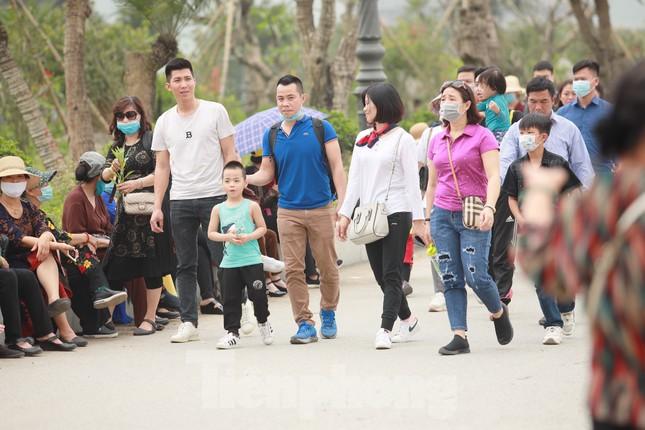 'Biển người' chen chân đi lễ chùa Tam Chúc ngày cuối tuần ảnh 6
